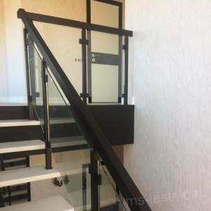 ограждение лестницы стекло