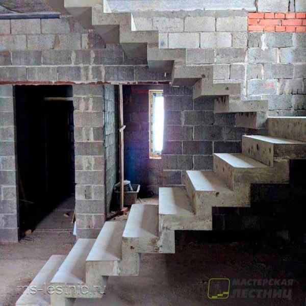 бетоннаяя-лестница-зеркальная01