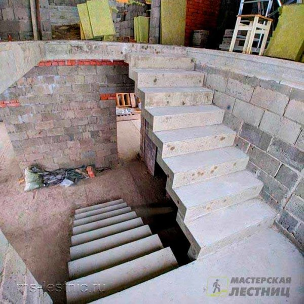 бетоннаяя-лестница-зеркальная03